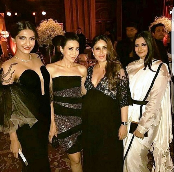 kareena-kapoor-karisma-kapoor-sonam-kapooe-rhea-kapoor-at-manish-malhotras-party
