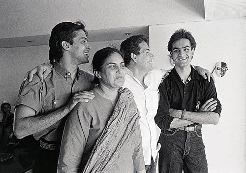 salman-khan-with-his-family