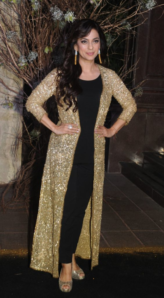 juhi-chawla-at-manish-birthday