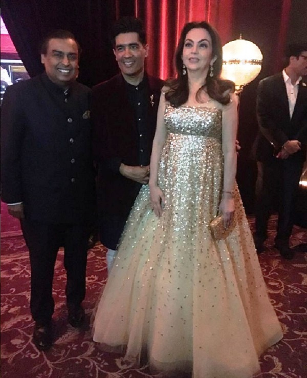 manish-malhotra-with-nita-ambani-mukesh-ambani