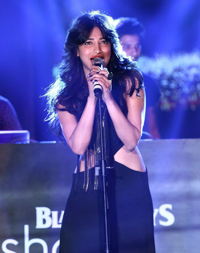 shruti-haasan-singing
