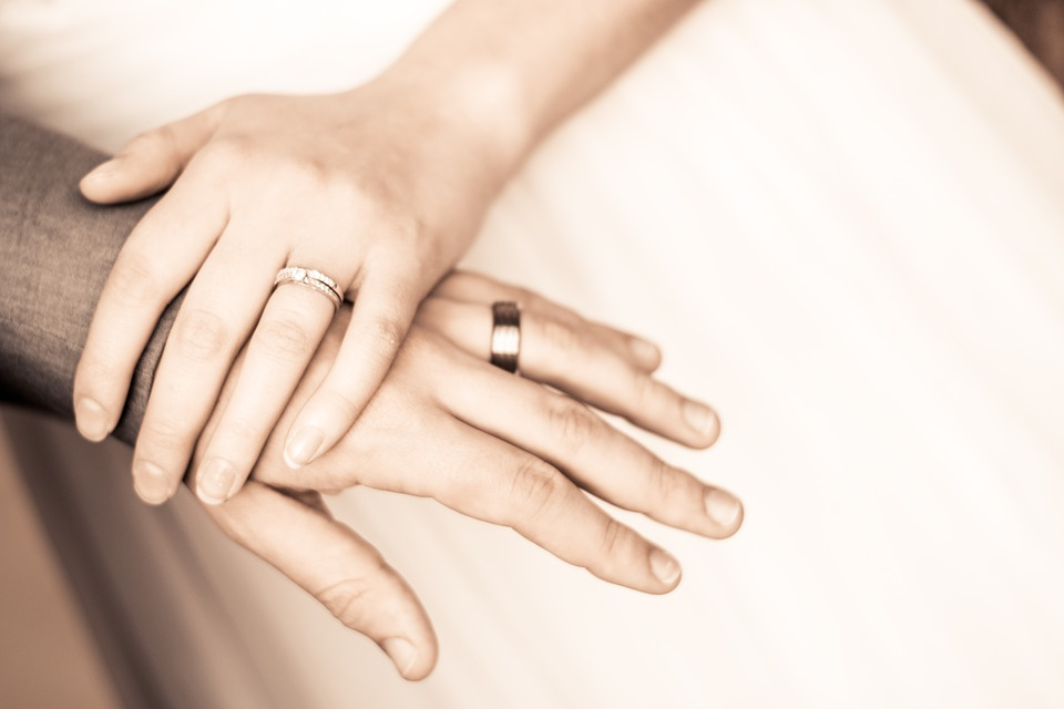 Love romantic couples Holding Hand Wallpapers